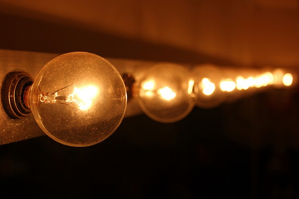 Life Hours For Light Bulbs: How Long Will Those LED, Incandescent And Halogen Bulbs Last? thumbnail